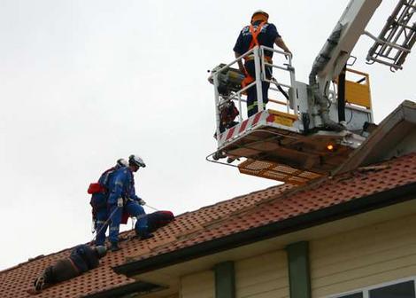 paraglidecrash-on-roof